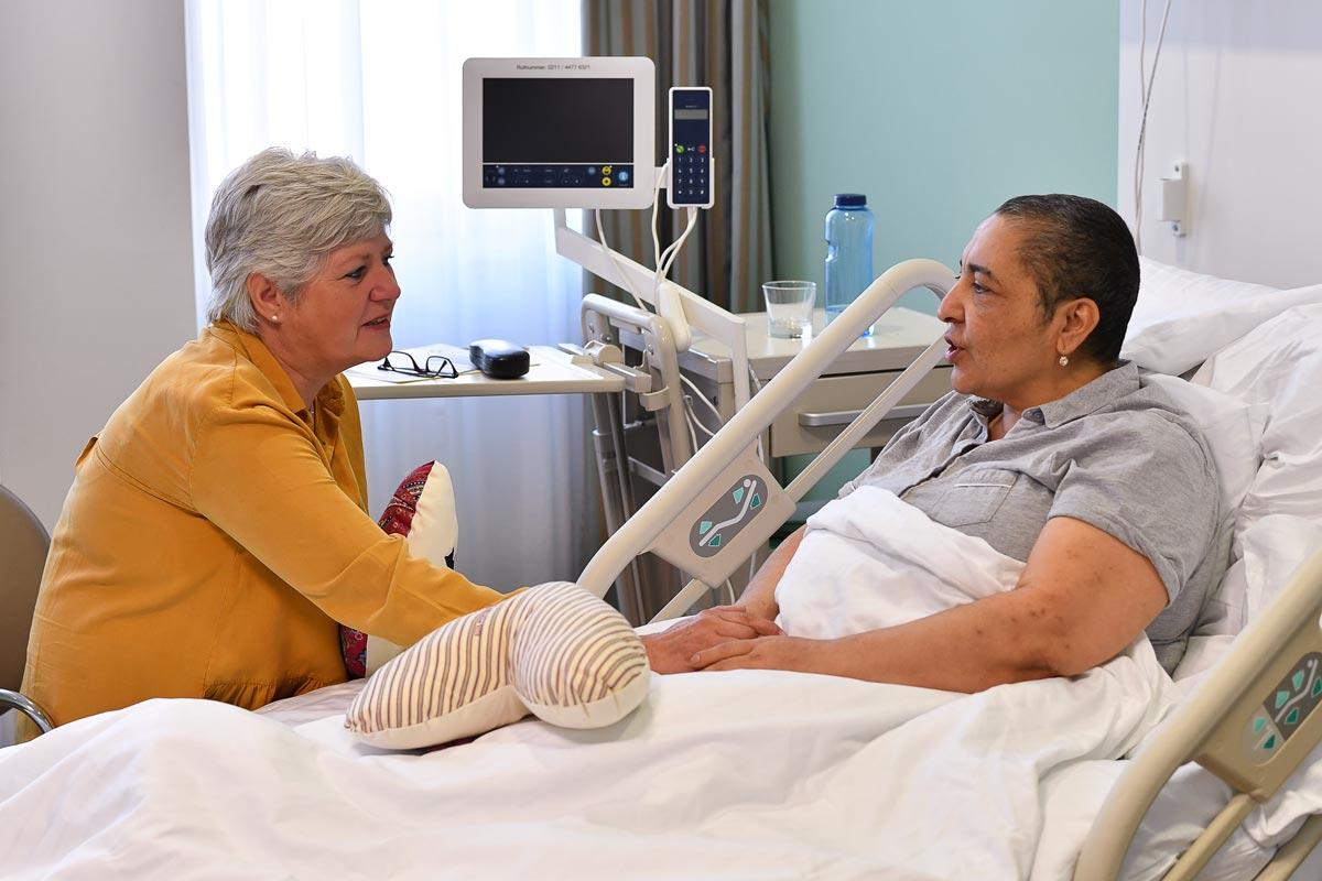 Besuch von ISI am Krankenbett